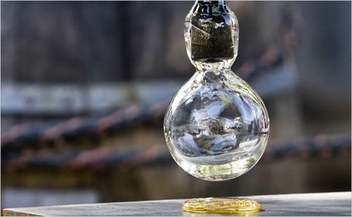 The Nature of Glass Remains Anything but Clear _Mark Interrante