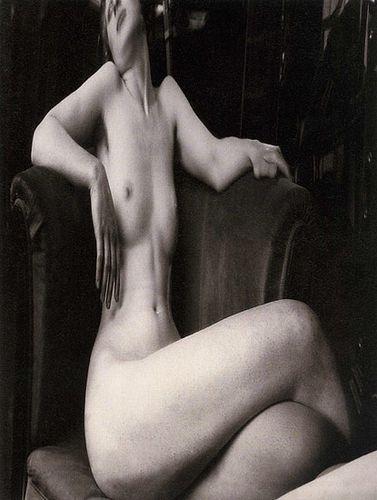 Andre_kertesz-distorsion-no-6-paris-1930
