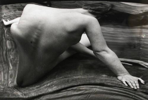 Andre_kertesz_distortion_144_paris_1933
